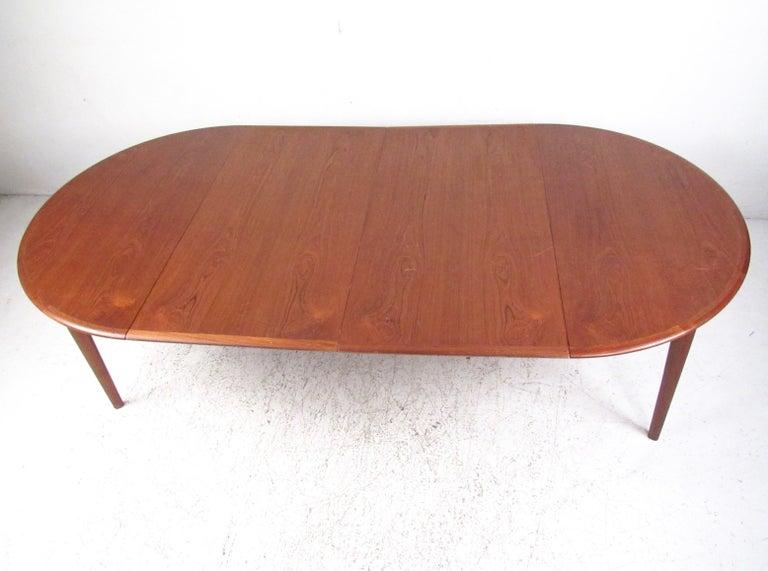 Mid-Century Modern Danish Teak Dining Table For Sale 1