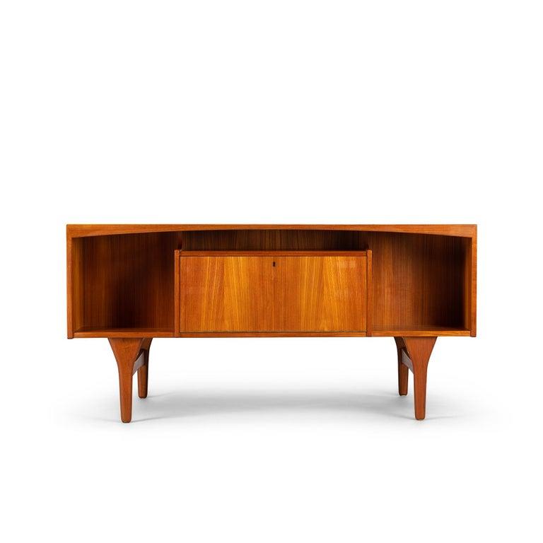 Veneer Mid-Century Modern Danish Teak Freestanding Desk by Valdermar Mortensen, 1960s For Sale