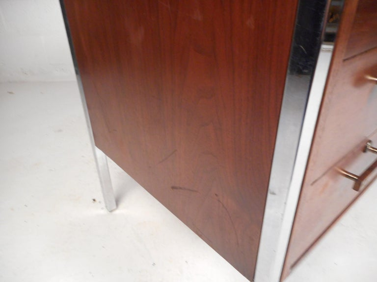 Mid-Century Modern Desk by Design Craft with a Finished Back For Sale 4