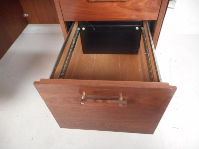 Mid-Century Modern Desk by Design Craft with a Finished Back For Sale 2