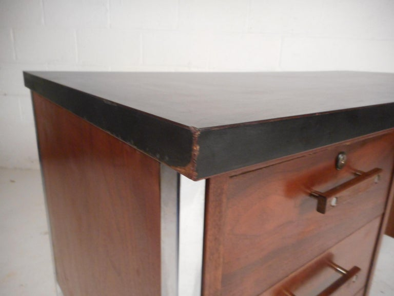 Mid-Century Modern Desk by Design Craft with a Finished Back For Sale 3