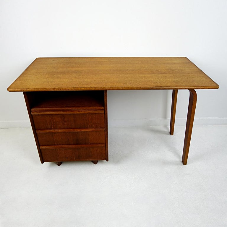 Very elegant desk made by USM Pastoe.