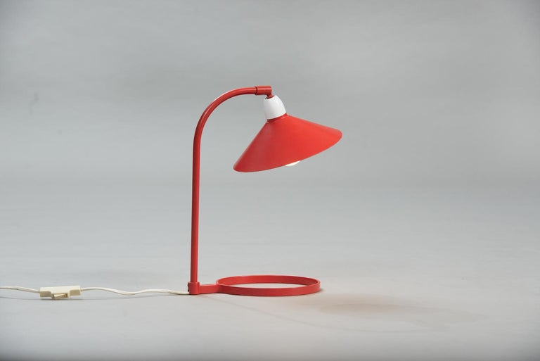 Mid-Century Modern desk lamp, red and white lacquered aluminium.