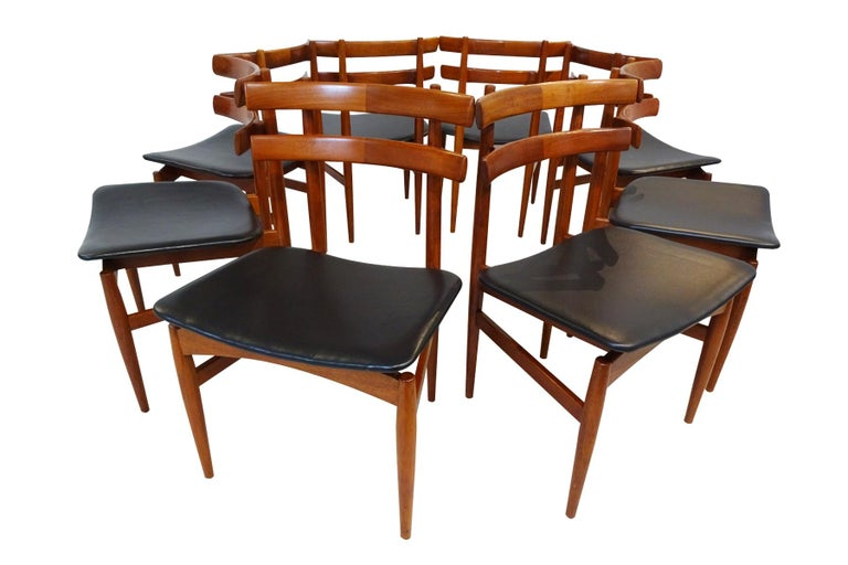 Danish Mid-Century Modern Dining Chairs, 8 Model 30 Poul Hundevad Dining Chairs For Sale