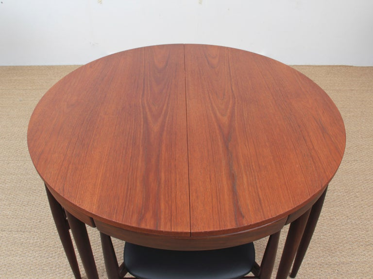 Mid-Century Modern dining set by Hans Olsen for Frem Rojle. Table with extending leave. Four chairs with three legs. New upholstery in leather.