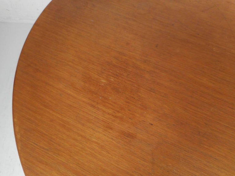 Mid-Century Modern Dining Table by Knoll International 2