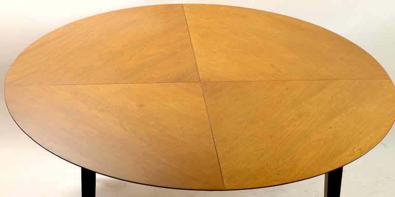 Mid-Century Modern Dining Table In Good Condition For Sale In New York, NY