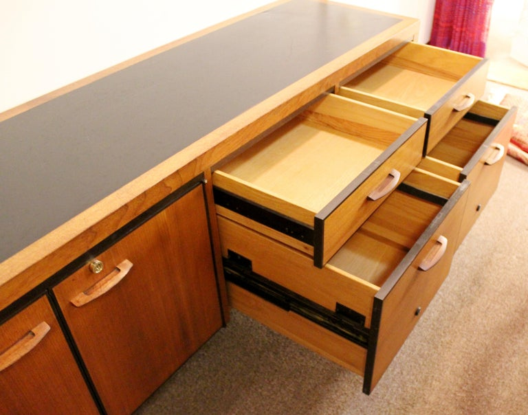 Mid-Century Modern Directional 4 Drawer Executive Credenza, 1960s For Sale 1