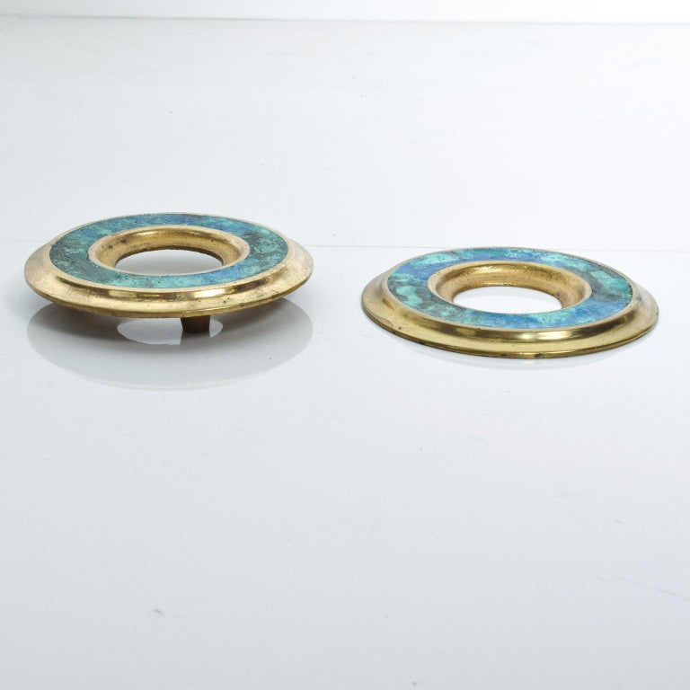 We are pleased to offer for your consideration a vintage set of door rings-pulls by Pepe Mendoza, made in Mexico, circa 1950s. Bronze and malachite stone. Dimensions: 1 1/4