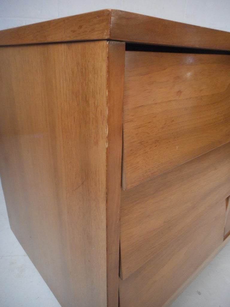 Mid Century Modern Dresser And Nightstands By Dixie