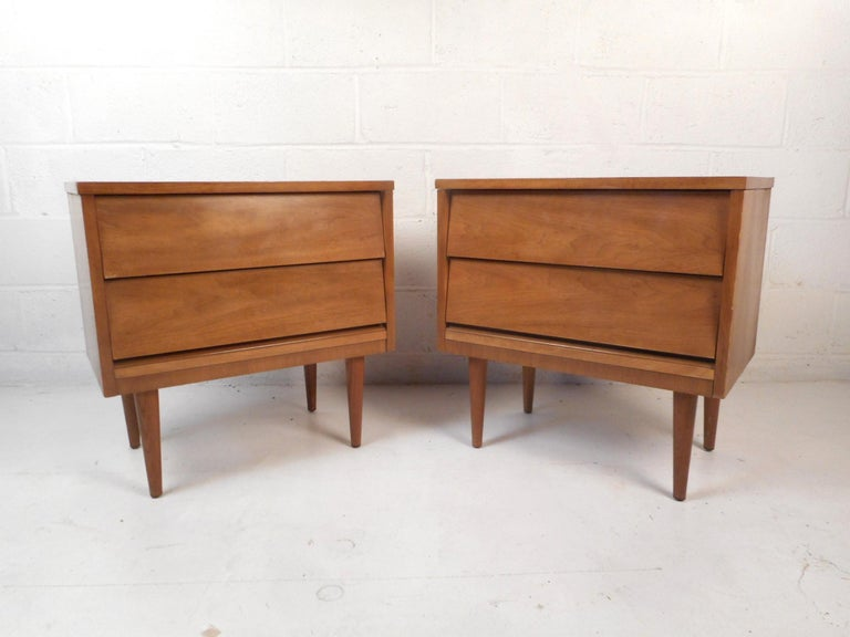 5 Pc Wicker Patio Set, Mid Century Modern Dresser And Nightstands By Dixie Furniture For Sale At 1stdibs