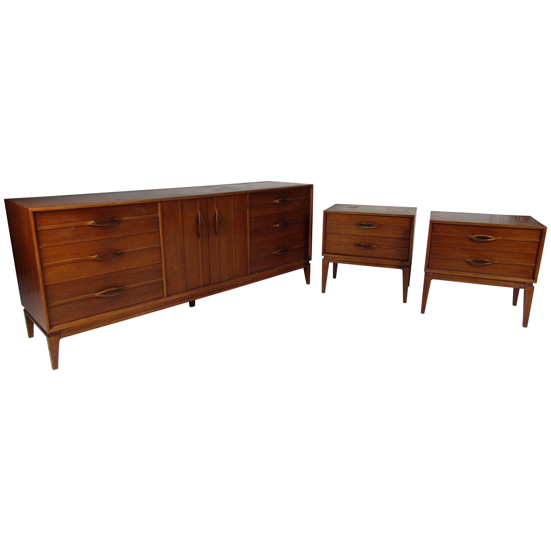 Mid-Century Modern Dresser and Nightstands