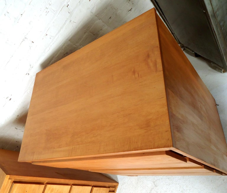 Mid-Century Modern Dresser In Good Condition In Brooklyn, NY
