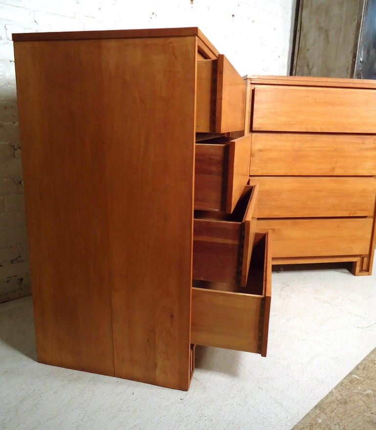 Mid-20th Century Mid-Century Modern Dresser