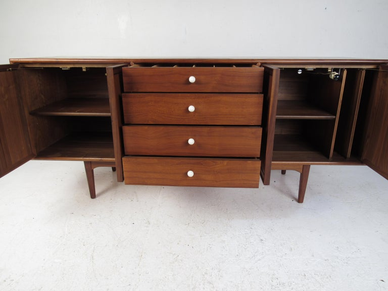 Mid-Century Modern Drexel Declaration China Cabinet In Good Condition For Sale In Brooklyn, NY