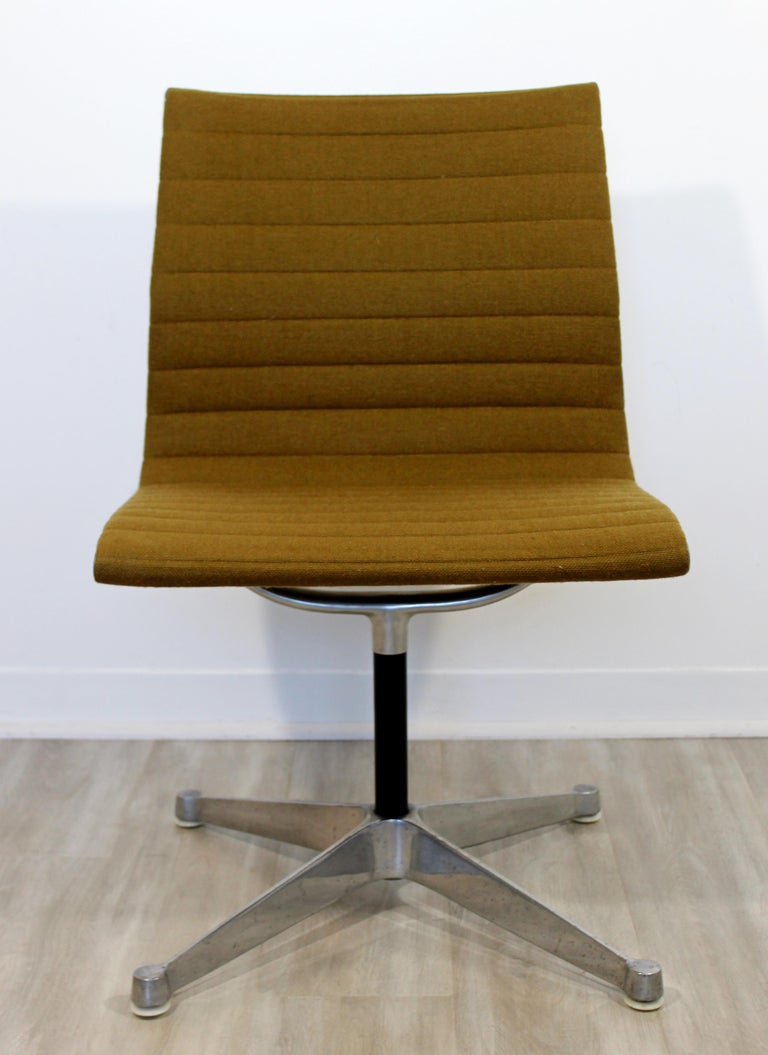 For your consideration is an original, aluminum Group side chair, by Charles Eames for Herman Miller, circa the 1950s. In excellent vintage condition. The dimensions are 20