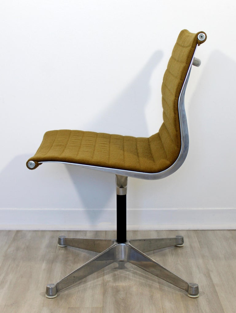 Mid-Century Modern Eames Herman Miller Aluminum Group Side Chair, 1950s In Good Condition For Sale In Keego Harbor, MI
