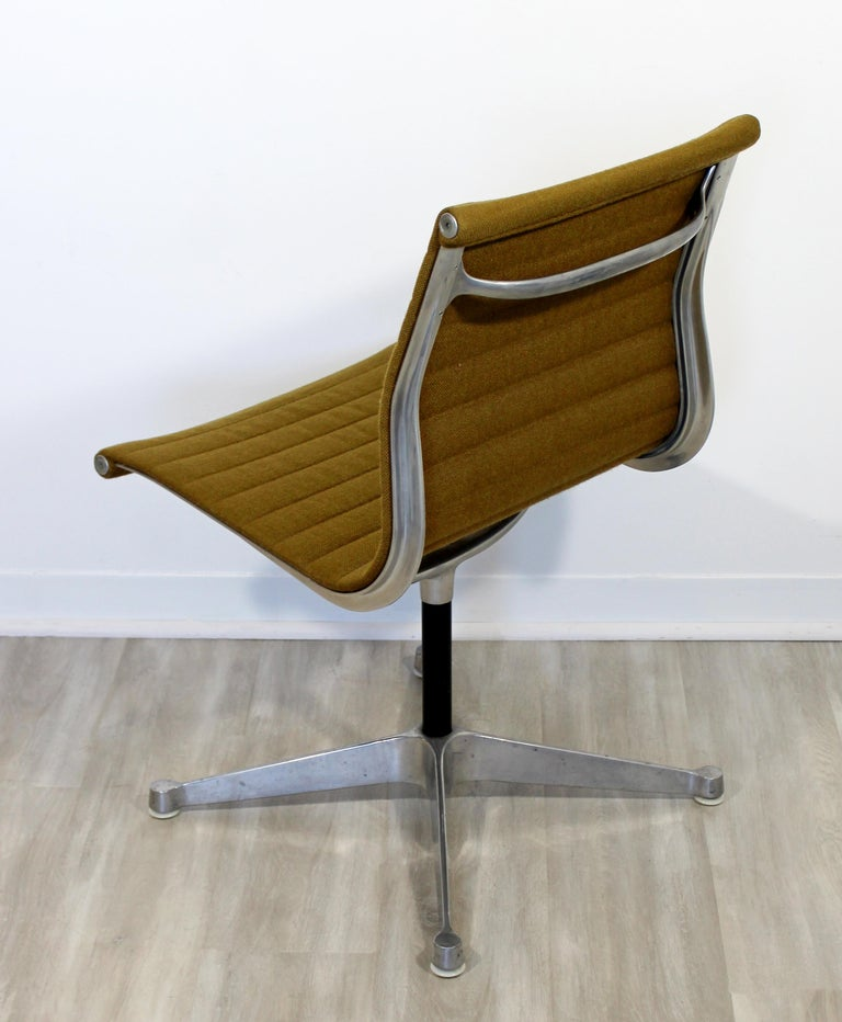 Mid-20th Century Mid-Century Modern Eames Herman Miller Aluminum Group Side Chair, 1950s For Sale