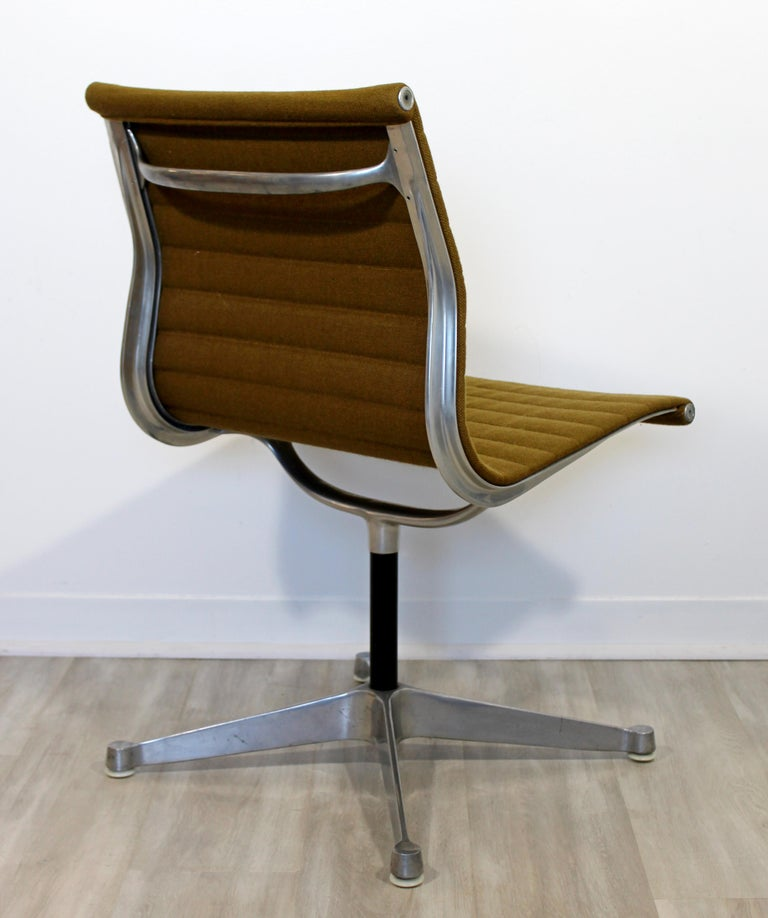 Mid-Century Modern Eames Herman Miller Aluminum Group Side Chair, 1950s For Sale 1