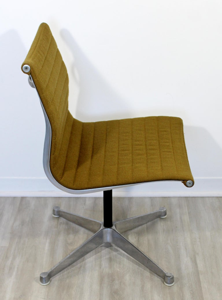 Mid-Century Modern Eames Herman Miller Aluminum Group Side Chair, 1950s For Sale 2
