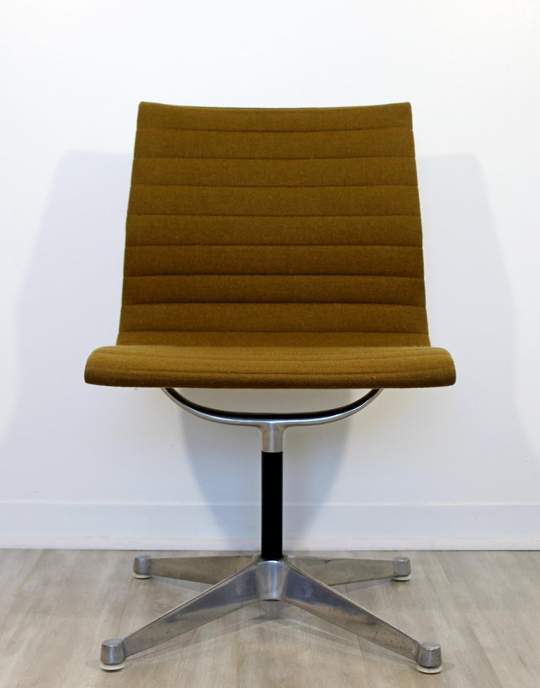 Mid-Century Modern Eames Herman Miller Aluminum Group Side Chair, 1950s For Sale 3