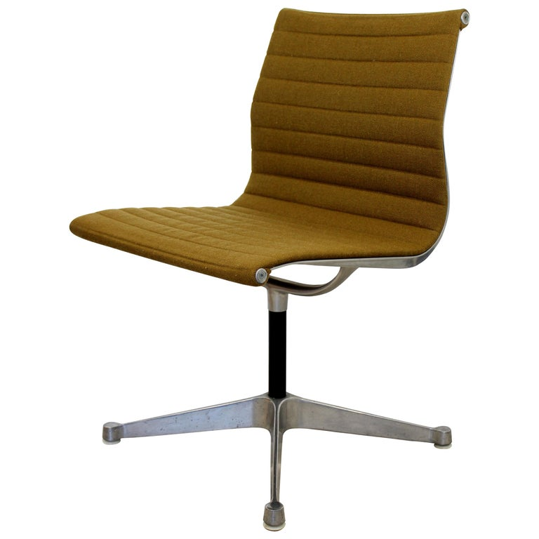Mid-Century Modern Eames Herman Miller Aluminum Group Side Chair, 1950s For Sale