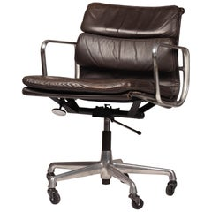 Mid Century Modern Eames Soft Pad chair model EA 435 by Herman Miller