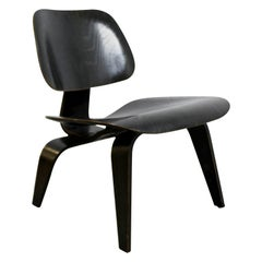 Mid-Century Modern Early Rare Charles Eames LCW Molded Lounge Side Chair, 1940s