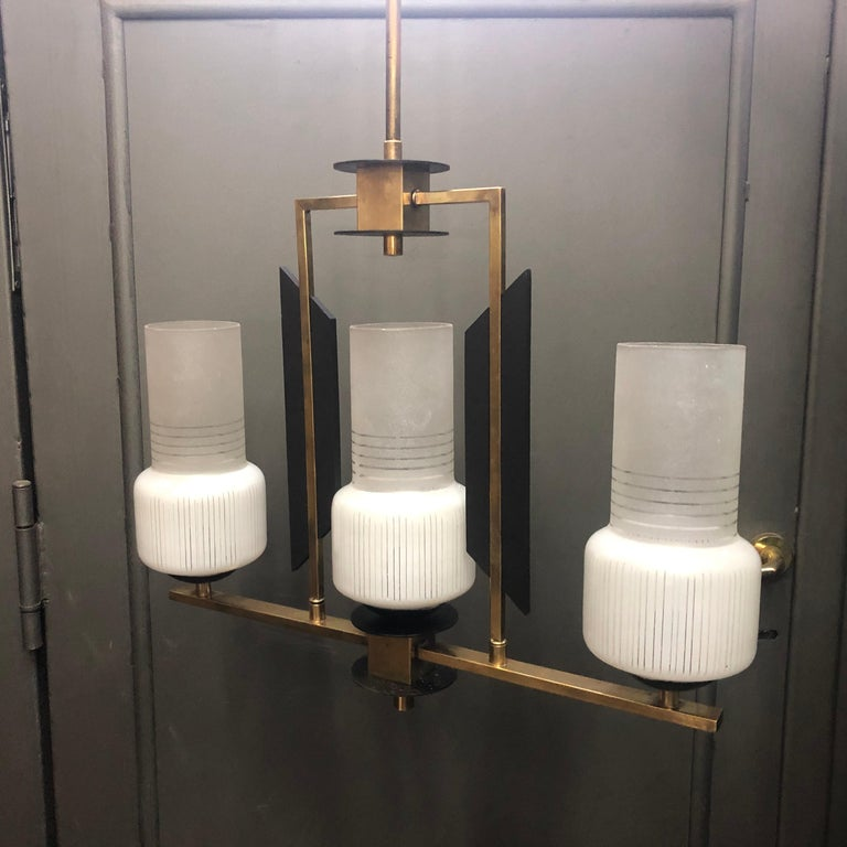 Mid-Century Modern Ebonized Wood, Brass and Glass Three Lights Chandelier, 1950 In Good Condition For Sale In Aci Castello, IT