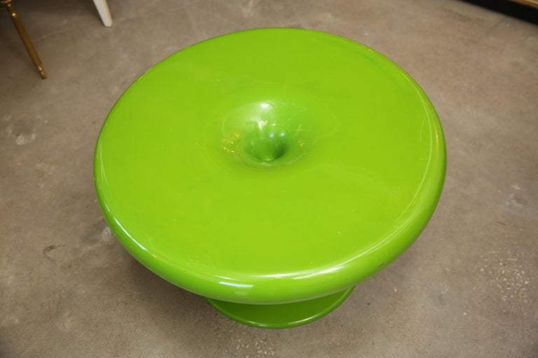 Mid-Century Modern Eero Aarnio Kantarelli Fiberglass Occasional / Side Table In Good Condition For Sale In Houston, TX