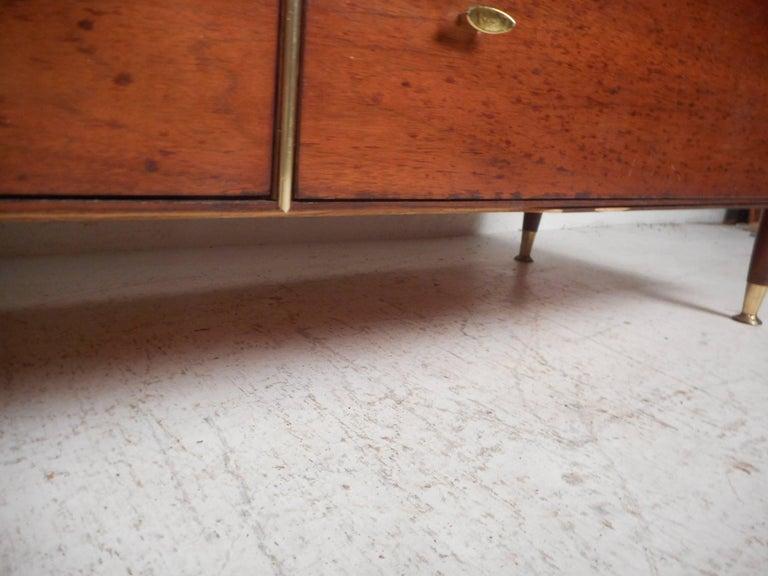 Mid-Century Modern Eight-Drawer Dresser by R-Way For Sale 6