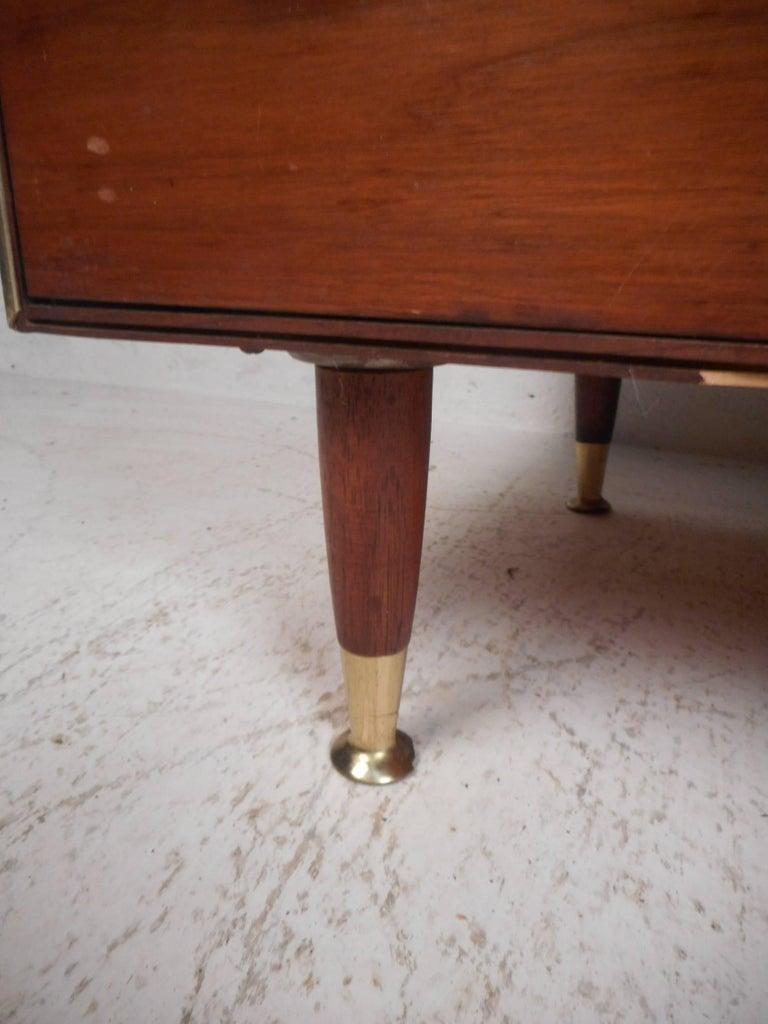 Mid-Century Modern Eight-Drawer Dresser by R-Way For Sale 1