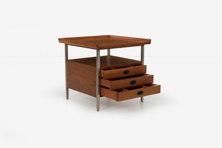 Mid-Century Modern End Table Finn Juhl Style In Good Condition For Sale In Chicago, IL