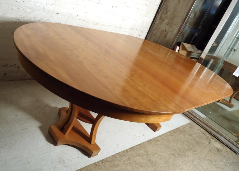 Mid-Century Modern Extendable Table In Good Condition In Brooklyn, NY
