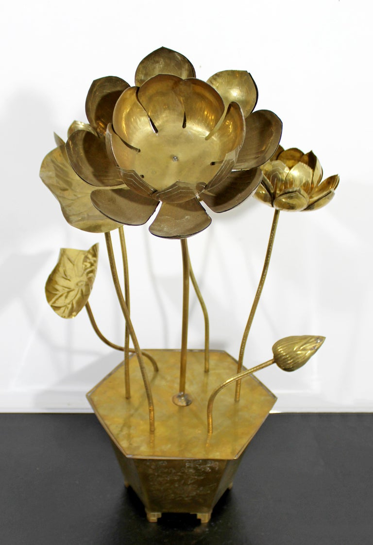 For your consideration is an absolutely stunning, etched brass chinoiserie adjustable Lotus table sculpture , by Feldman Lighting Co, circa 1970s. In excellent vintage condition. The dimensions are 12.5