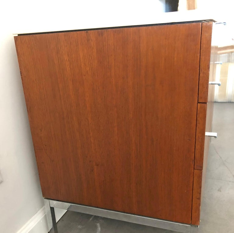Mid-Century Modern Florence Knoll Credenza For Sale 2