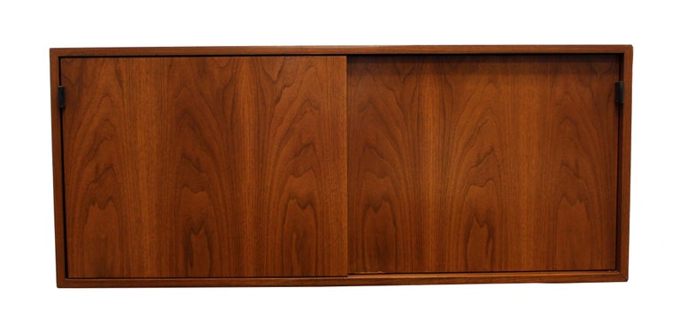 Mid-Century Modern Florence Knoll Floating Hanging Wall Mount Cabinet Credenza In Good Condition For Sale In Keego Harbor, MI