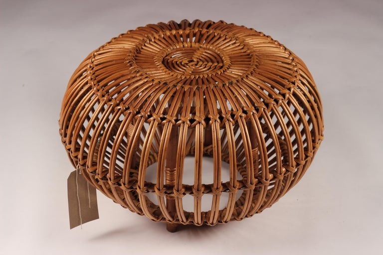 Mid-Century Modern Wicker Ottoman, Stool or Side Table In Good Condition For Sale In London, GB