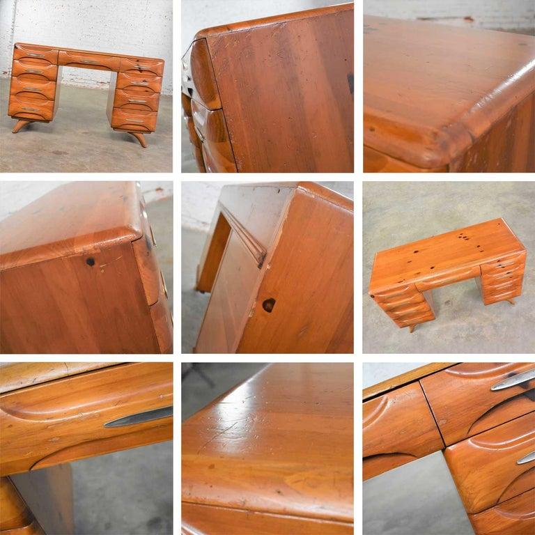 Mid-Century Modern Franklin Shockey Sculpted Pine Double Pedestal Desk or Vanity 7