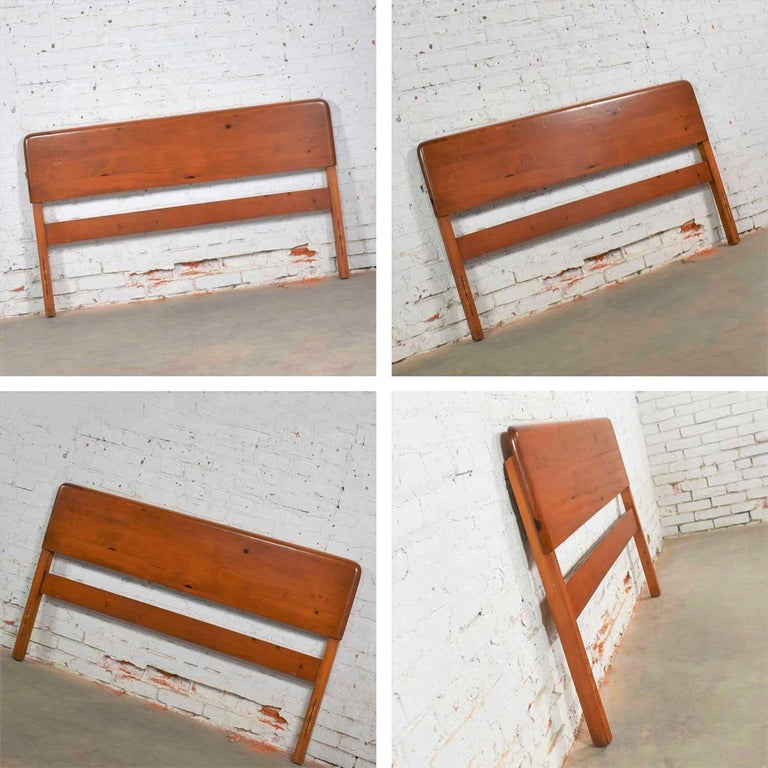 Mid-Century Modern Franklin Shockey Sculpted Pine Full Size Bed For Sale 6