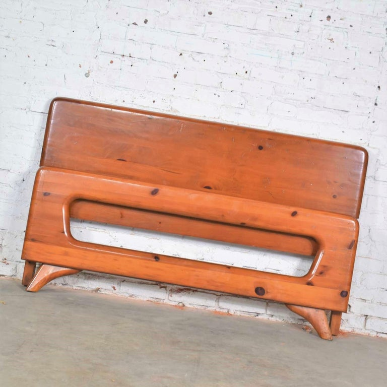 North American Mid-Century Modern Franklin Shockey Sculpted Pine Full Size Bed For Sale