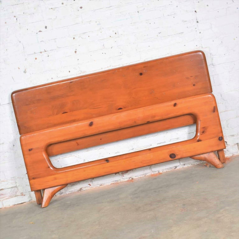 Mid-Century Modern Franklin Shockey Sculpted Pine Full Size Bed In Good Condition For Sale In Topeka, KS