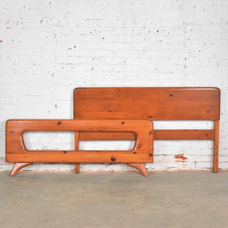 20th Century Mid-Century Modern Franklin Shockey Sculpted Pine Full Size Bed For Sale