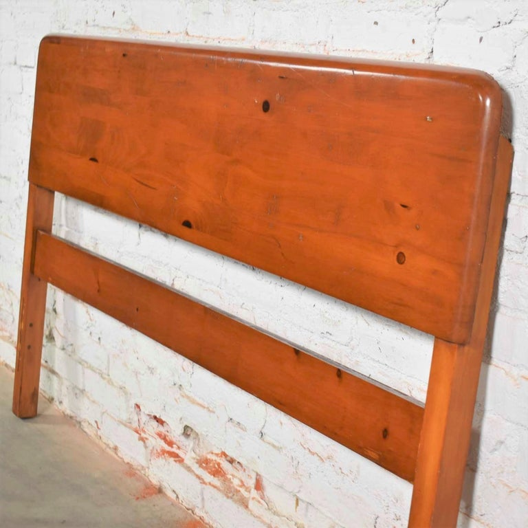 Mid-Century Modern Franklin Shockey Sculpted Pine Full Size Bed For Sale 2