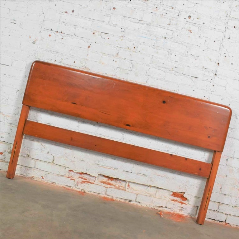 Mid-Century Modern Franklin Shockey Sculpted Pine Full Size Bed For Sale 3