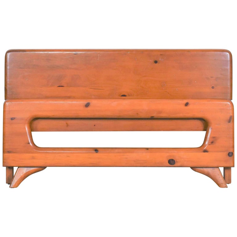Mid-Century Modern Franklin Shockey Sculpted Pine Full Size Bed For Sale