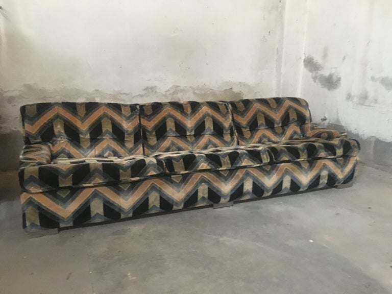 Mid-Century Modern French Sofa with Original Velvet Fabric by Gérard Guermonprez In Good Condition For Sale In Prato, IT