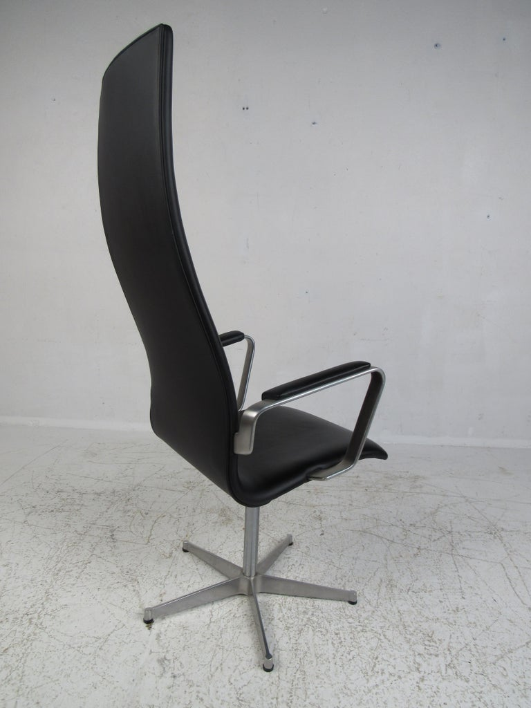 Late 20th Century Mid-Century Modern Fritz Hansen Swivel Office Chair For Sale