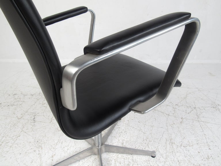 Faux Leather Mid-Century Modern Fritz Hansen Swivel Office Chair For Sale
