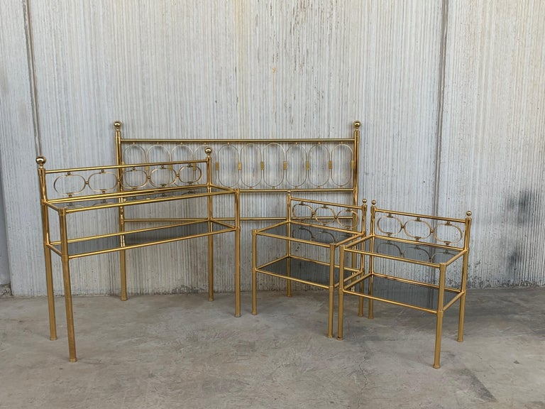 Mid Century Modern Full Brass Headboard Featuring Gometrical FIgures In Good Condition For Sale In Miami, FL